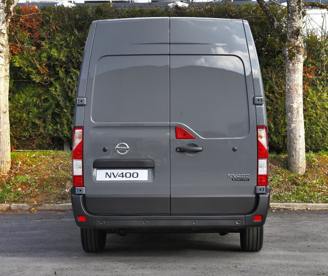 Série limitée Made in France pour les fourgons Nissan NV250, NV300 et NV400  NISSAN-NV-400-06-source