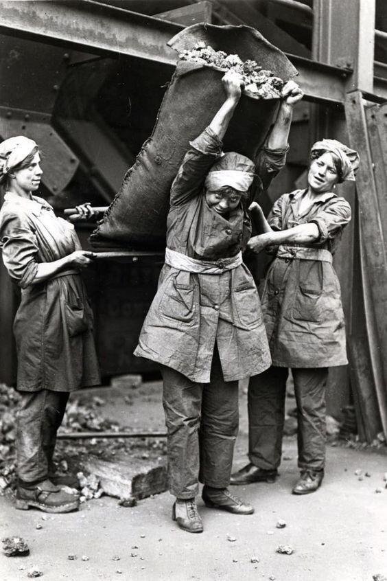Исторические фото, наглядно показывающие, что такое нормальный феминизм
