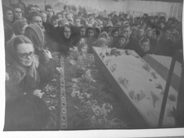 Dyatlov pass funerals 9 march 1959 38.jpg