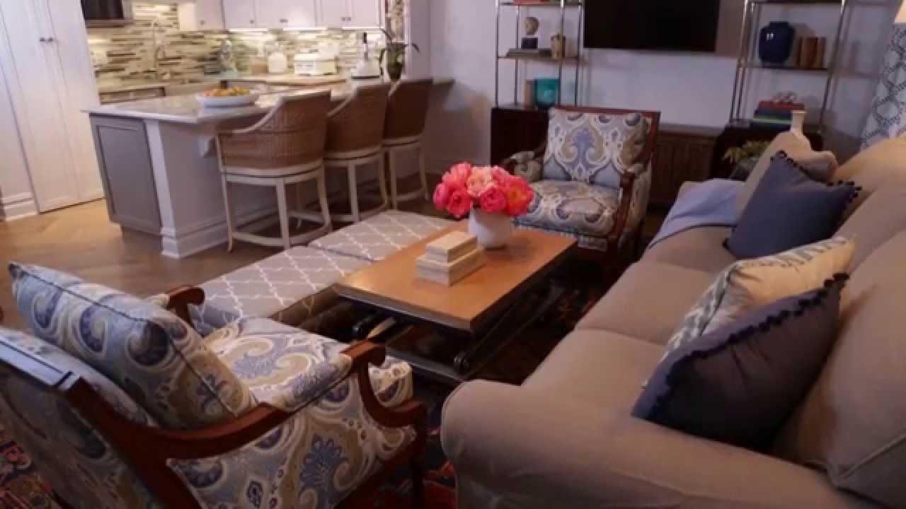 Ruangan Kecil Yang Memiliki Furniture Terlalu Banyak