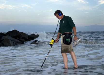 Metal detector for beach