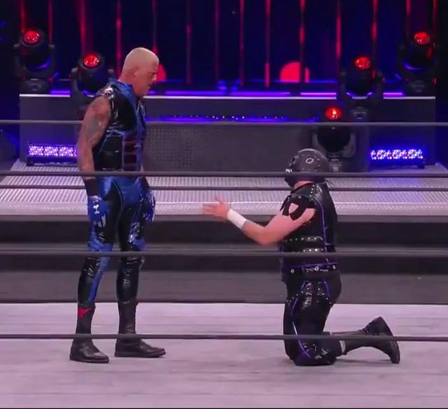 Evil Uno ruega a Dustin Rhodes unirse a The Dark Order
