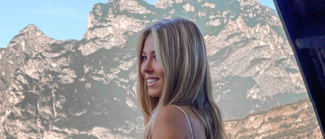 Deborah-Tramitz-Wallpapers-Insta-Fit-Bio-14
