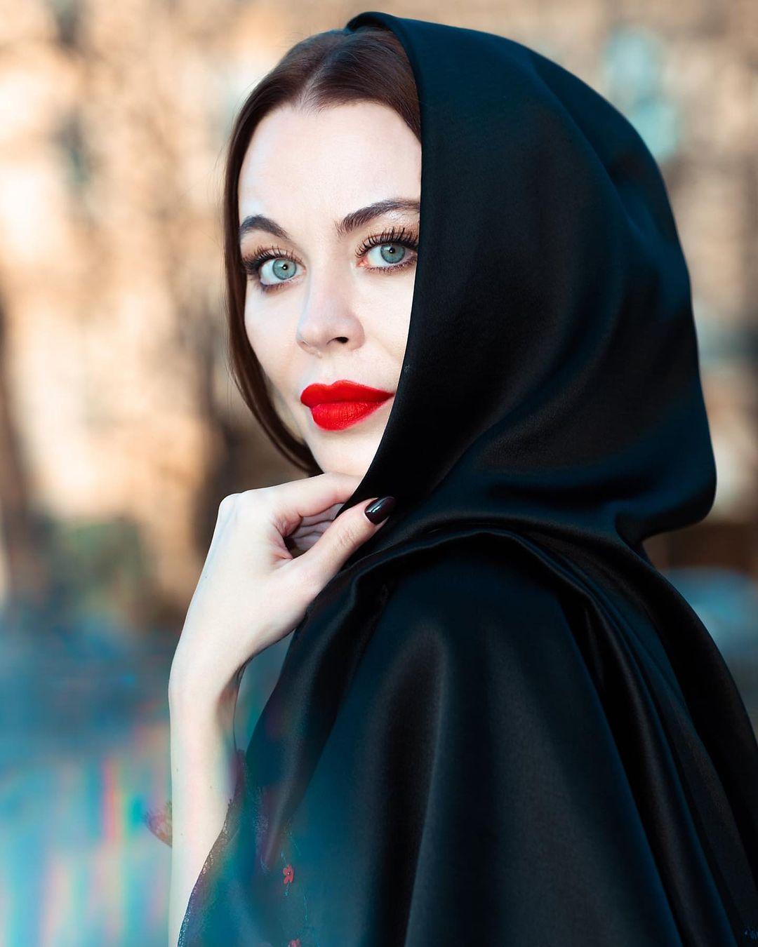 Ulyana-Sergeenko-Wallpapers-Insta-Fit-Bio-5