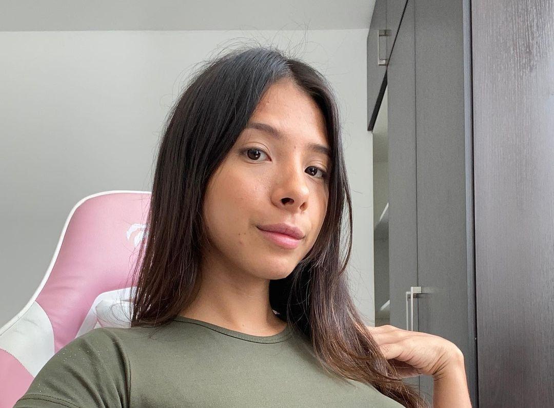 Jennifer-Ponce-Wallpapers-Insta-Fit-Bio-10