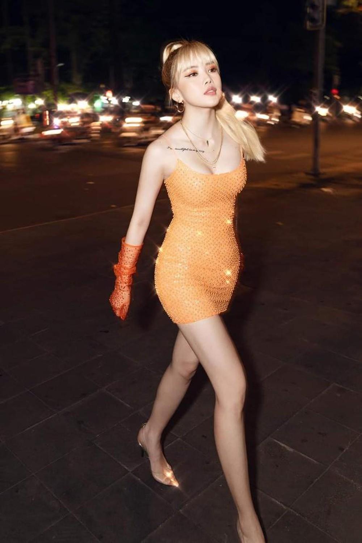 thieu-bao-tram-orange-dress