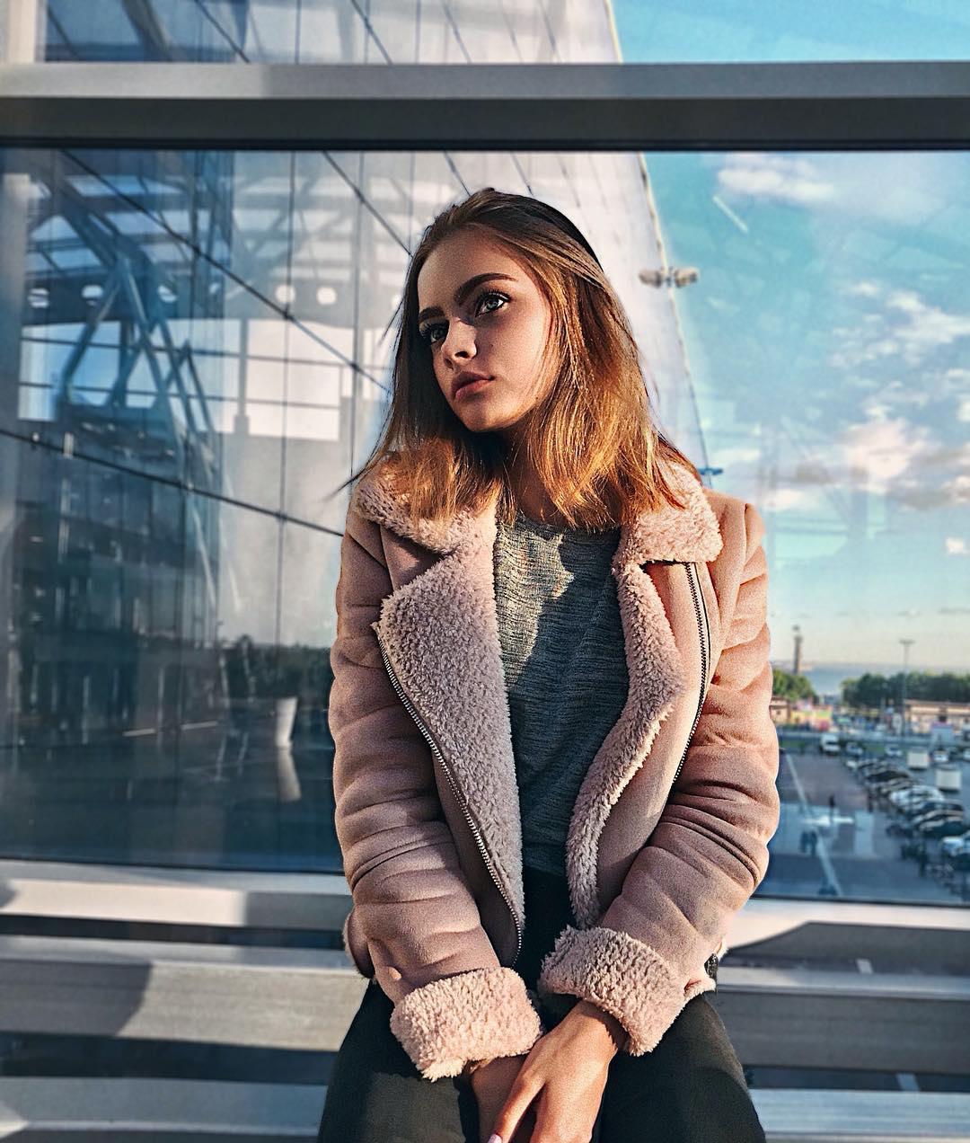 Anya-Ischuk-Wallpapers-Insta-Fit-Bio-10