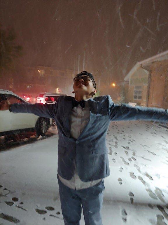 Эмоции людей и животных, которые впервые в жизни увидели снег