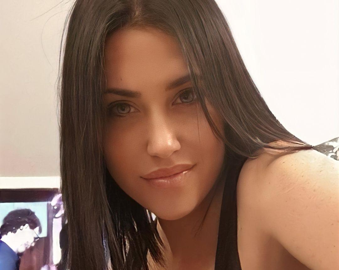 Claudia-Ruggeri-Wallpapers-Insta-Fit-Bio-7