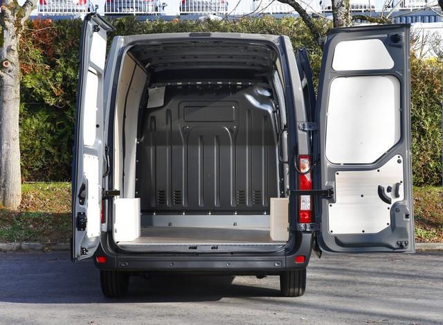 Série limitée Made in France pour les fourgons Nissan NV250, NV300 et NV400  NISSAN-NV-400-05-source