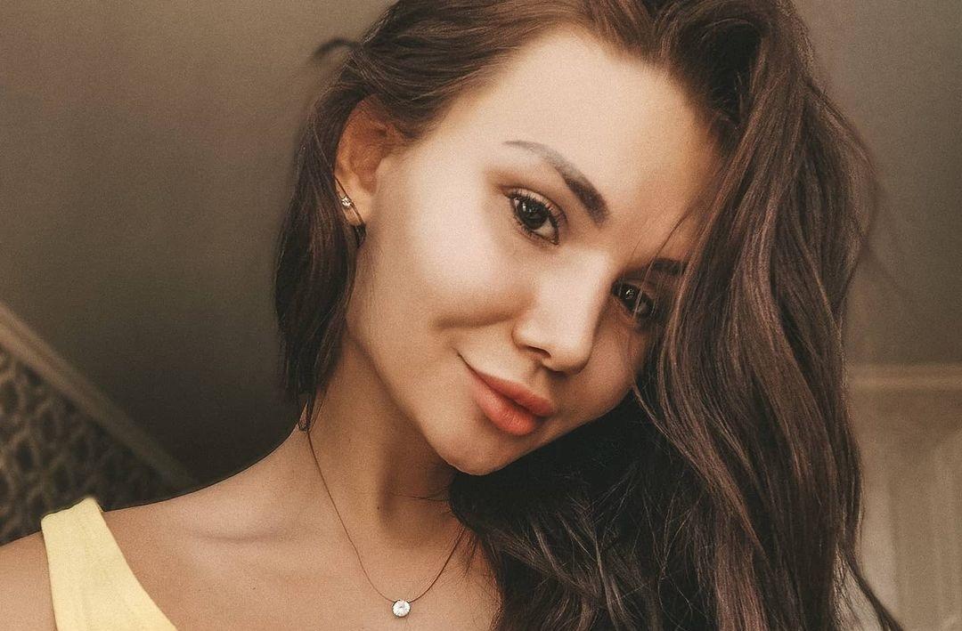 Anastasia-Nikolskaya-Wallpapers-Insta-Fit-Bio-8