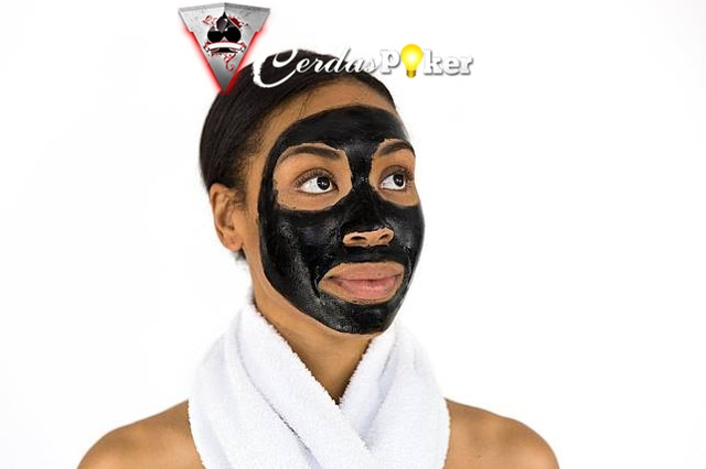 5 Cara Sederhana Membuat Masker Tidur Menggunakan Bahan Alami