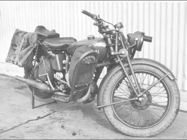 Norton-16-H-with-legshields