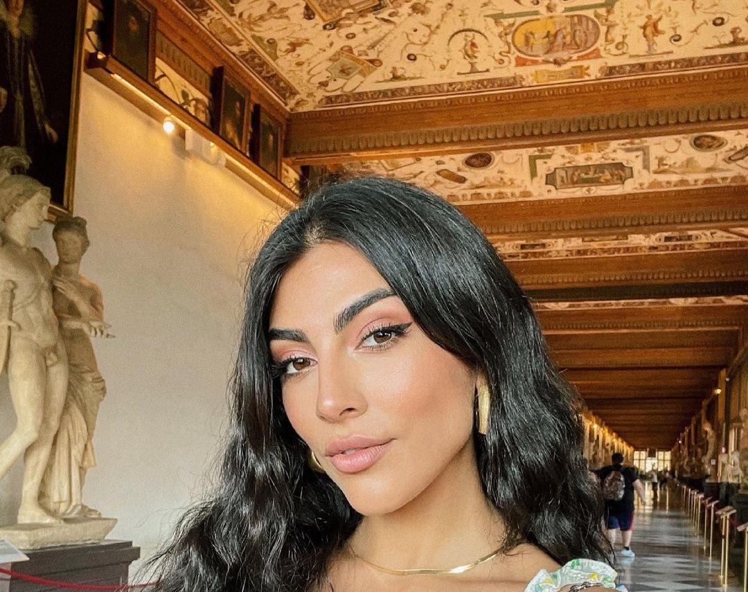 Giulia-Salemi-Wallpapers-Insta-Fit-Bio-20