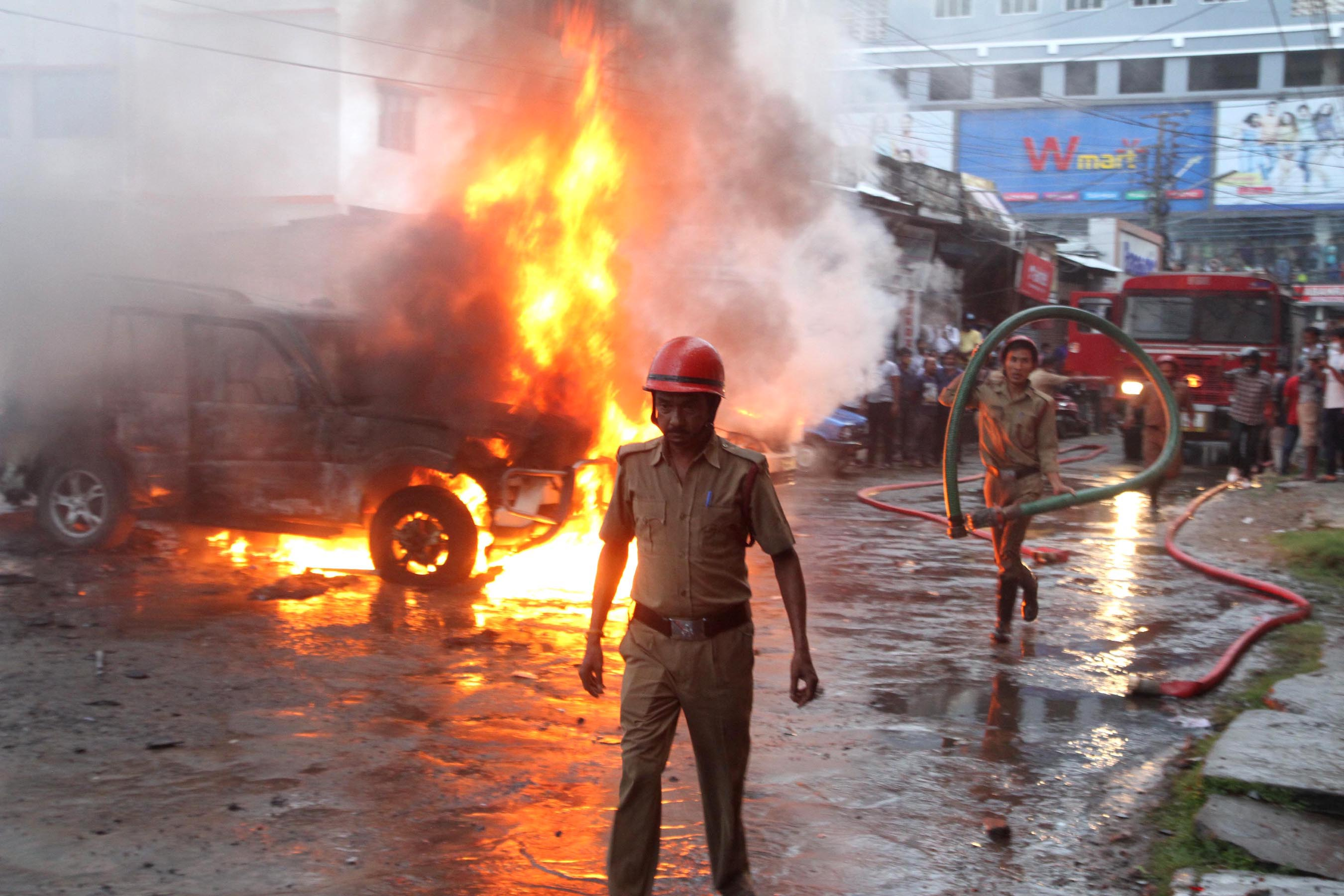 BJP-supporter-clash-in-cpim-party-office-in-Dayli-Desherkata-office-with-in-Agartala-on-08-09-21-Pix