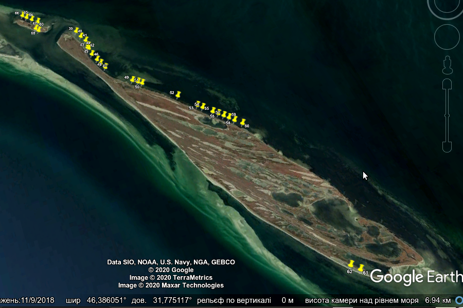Рис. 6. Акваторія Ягорлицької затоки біля островів Довгий та Круглий; позначками вказані  встановлені ятері