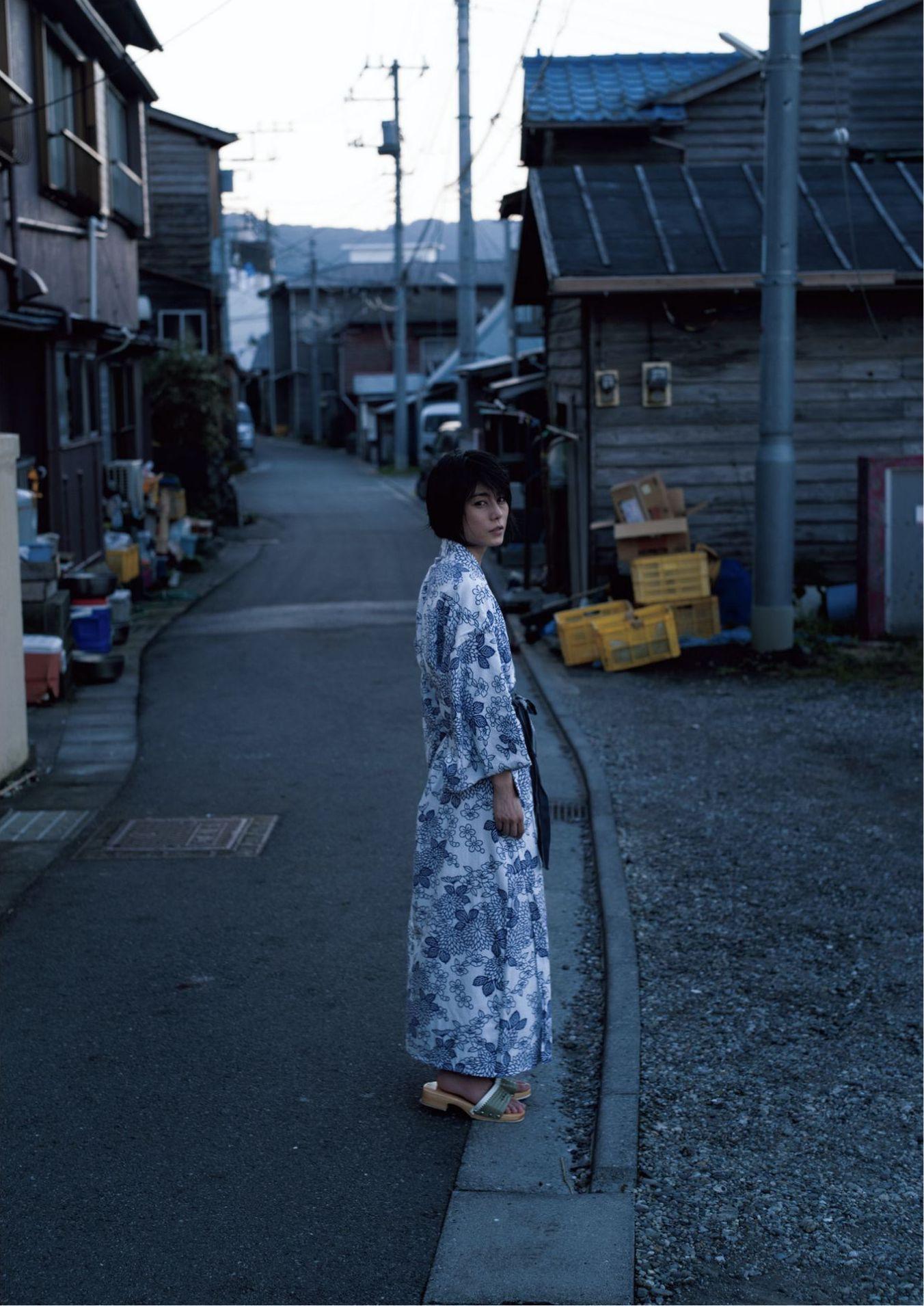 芳野友美ファースト写真集『或る女』048