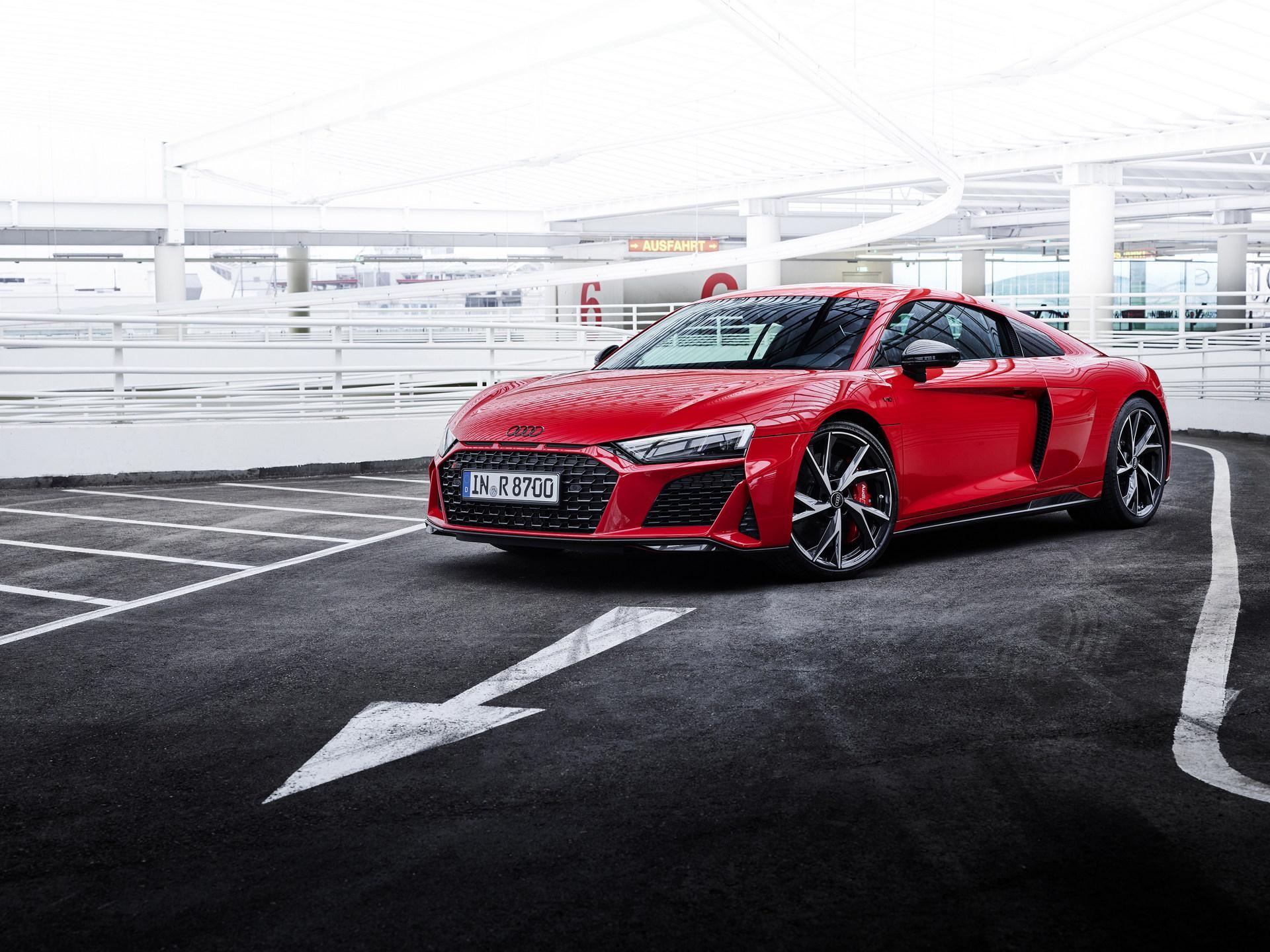 2022-Audi-R8-V10-Performance-RWD-16
