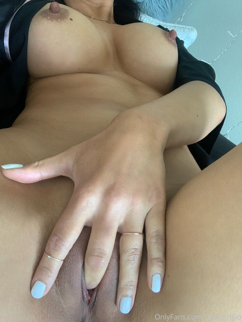 Baby-Girl-Glo-Only-Fans-2020-06-16-433309955-like-this-if-you-want-to-lick-my-fingers-clean-after-I