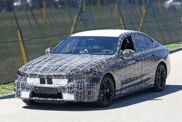 2023 - [BMW] Série 5 / M5 [G60 / G61] - Page 2 E8240-E44-2-ECC-4-B4-B-A0-BC-8043-C070-D57-F