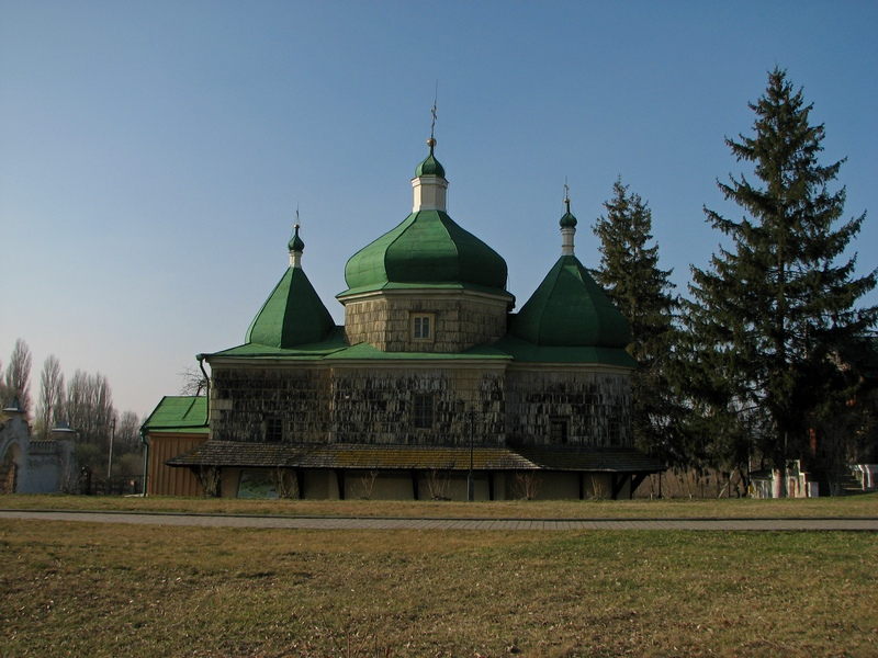 Михайлівська церква XVII ст. в якій, кажуть, бували Б. Хмельницький, Іван Богун та інші козацькі полководці