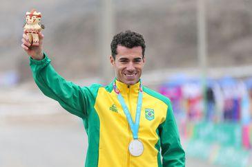 Henrique Avancini conquista a prata na disputa de mountain bike masculino