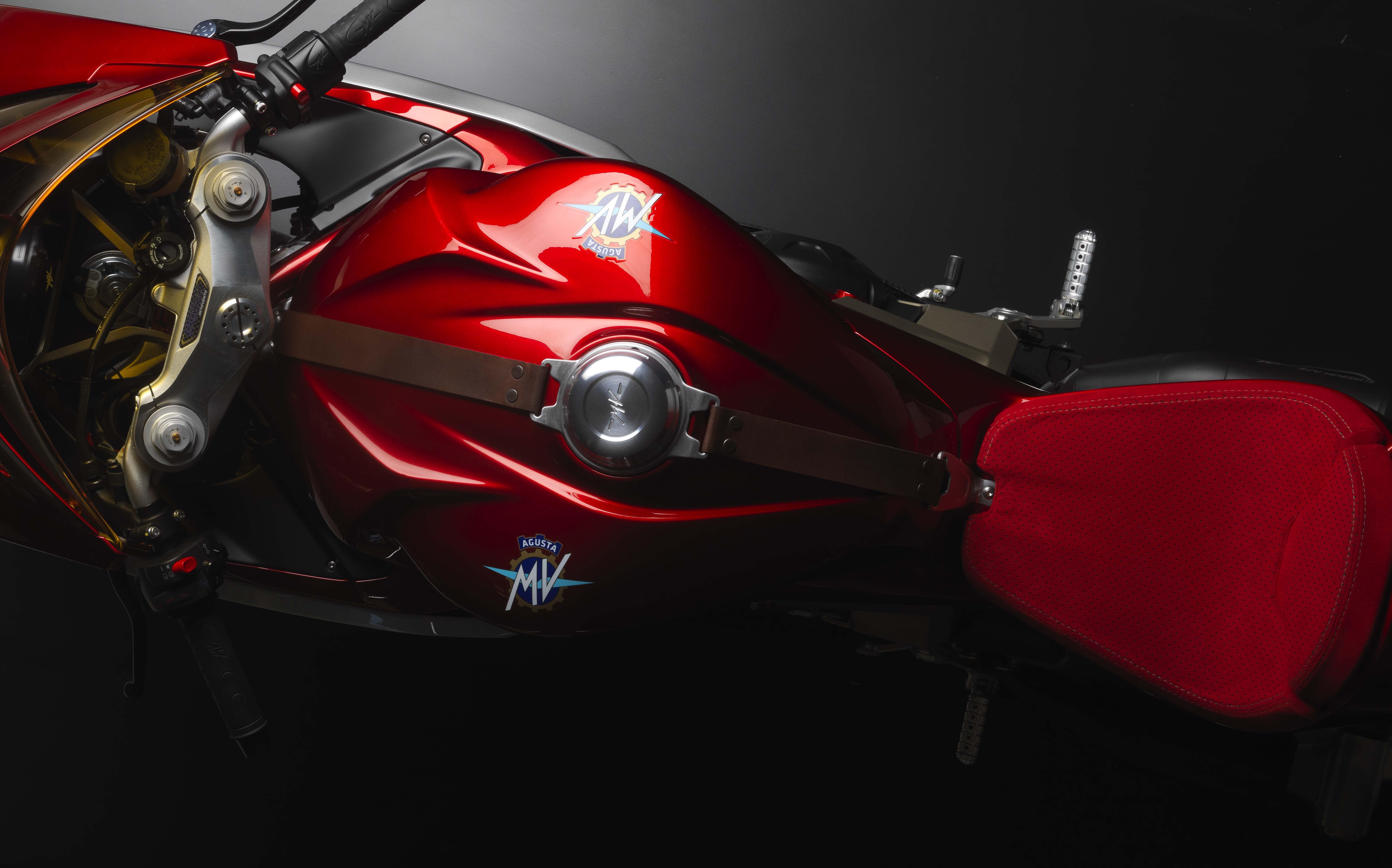 MV-Agusta-Superveloce-800-concept-11