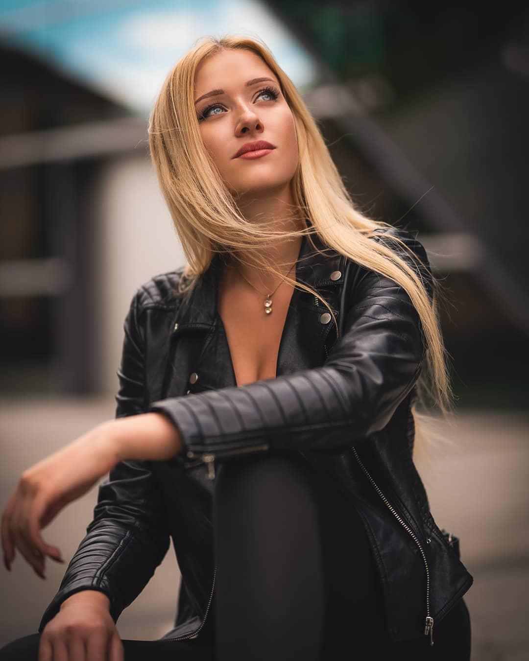 Nicole-Deliah-Wallpapers-Insta-Fit-Bio-2