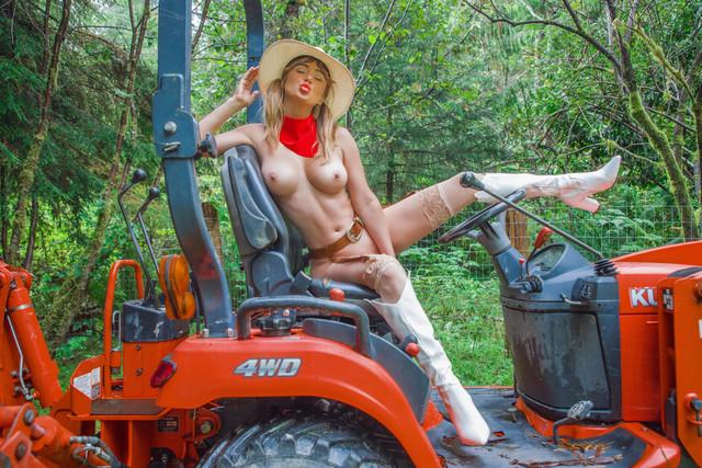 SJU-cowgirl-03-Rjbts685
