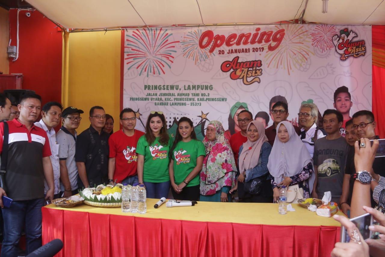 Louncing Rumah Makan Asix Bersama Bupati Pringsewu, Anang Dan Arshanti