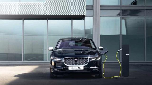 La Jaguar I-PACE EV320 : Une Nouvelle Édition Limitée, Disponible Dès À Présent, Rend Le Passage À L'électrique Plus Attractif Que Jamais Jag-I-PACE-21-MY-Exterior-Charging-Portofino-Blue-02-06-20-001