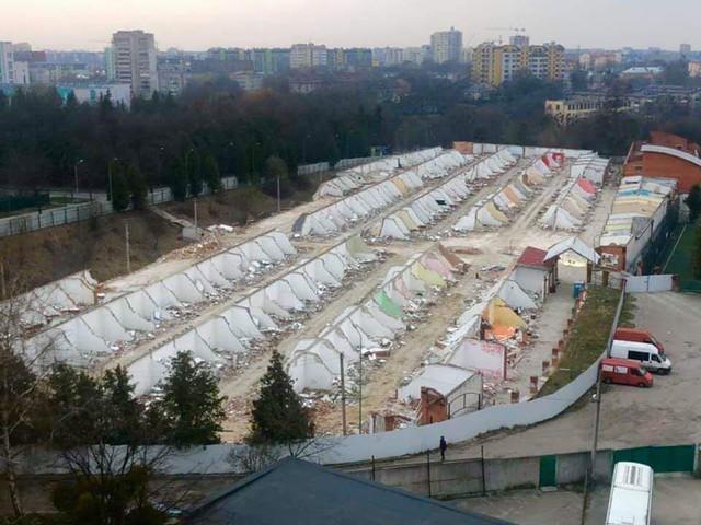 """торговий центр """"Україна"""" зараз виглядає так. Скоро, а може і не скоро, тут виросте черговий Авалон"""
