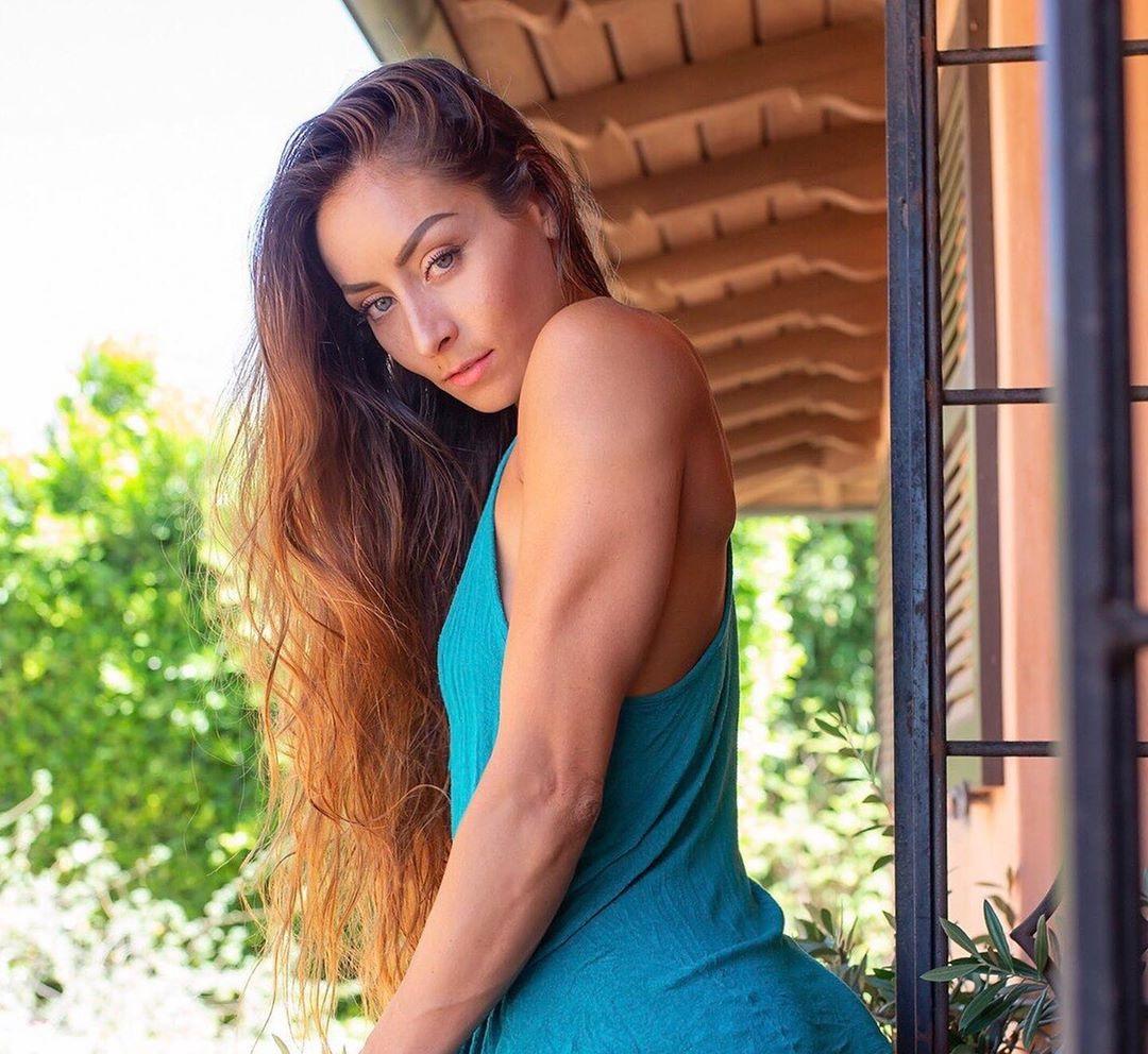 Stephanie-Marie-Wallpapers-Insta-Fit-Bio-3