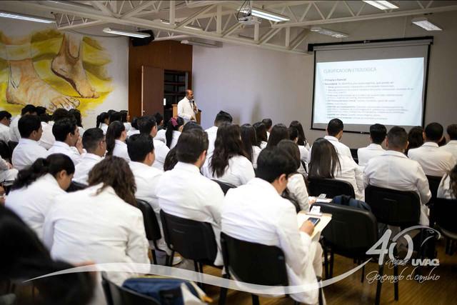 conferencia-normatividad-salud-Medicina-UVAQ-IMG-8252
