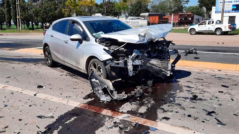 Ruta Nº 131 Acc. a Crespo: Una mujer y su hijito de 3 años resultaron lesionados en colisiòn entre dos automòviles