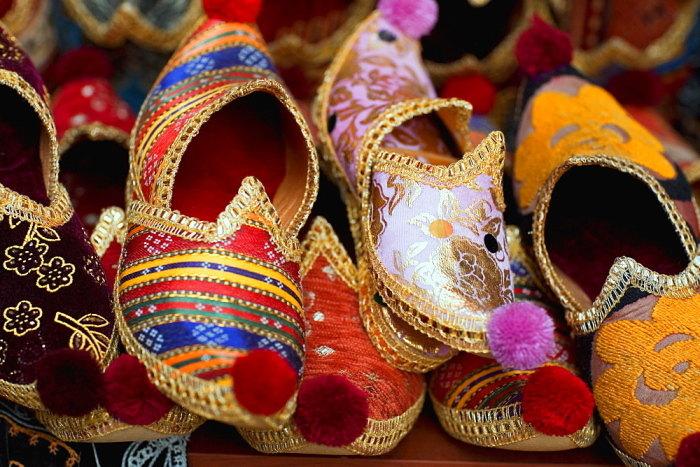 Зачем на Востоке носили обувь с загнутыми носами