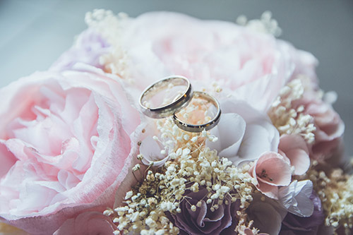 An image of two wedding rings.