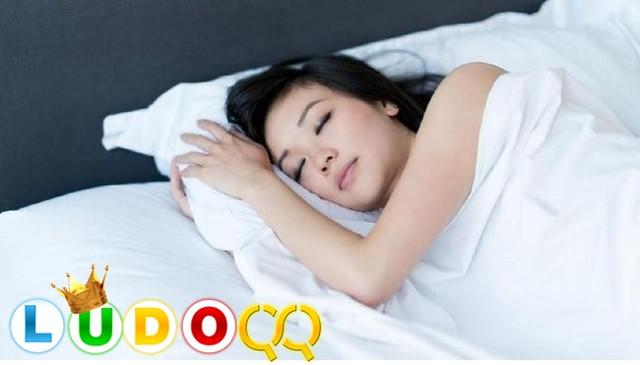 4 Macam Posisi Terbaik Agar Tidur Dapat Lebih Nyenyak