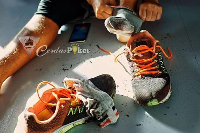 Ini Cara Simpel Dan Praktis Mengusir Bau pada Sepatu