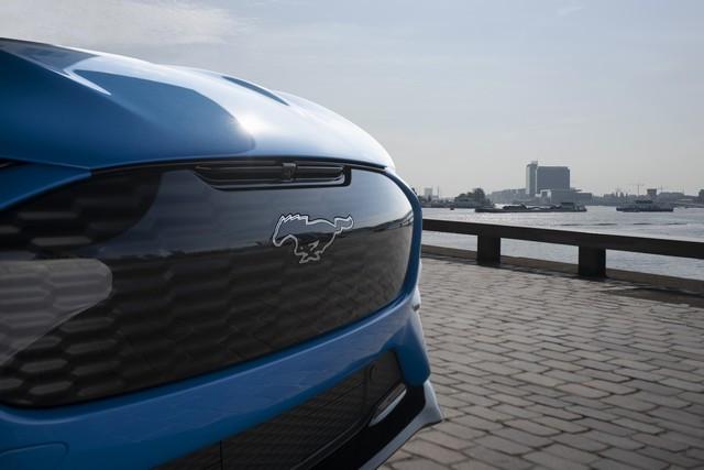La Mustang Mach-E GT 100% électrique à l'assaut de l'Europe : tout simplement la meilleure accélération de sa catégorie  2020-FORD-MACH-E-GT-02