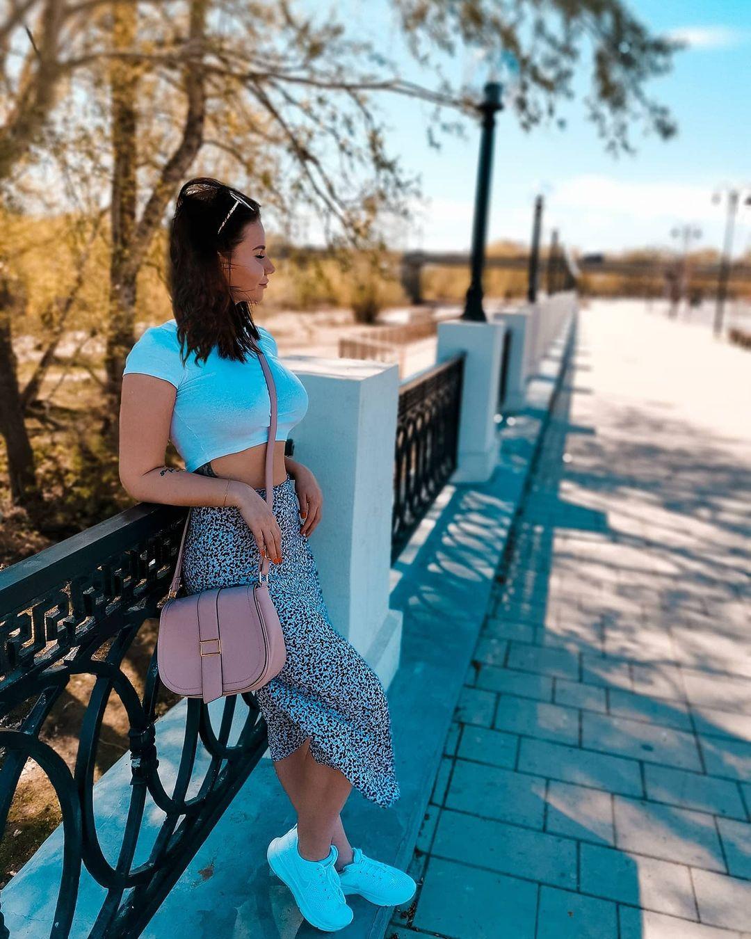 Anastasia-Nikolskaya-Wallpapers-Insta-Fit-Bio-1