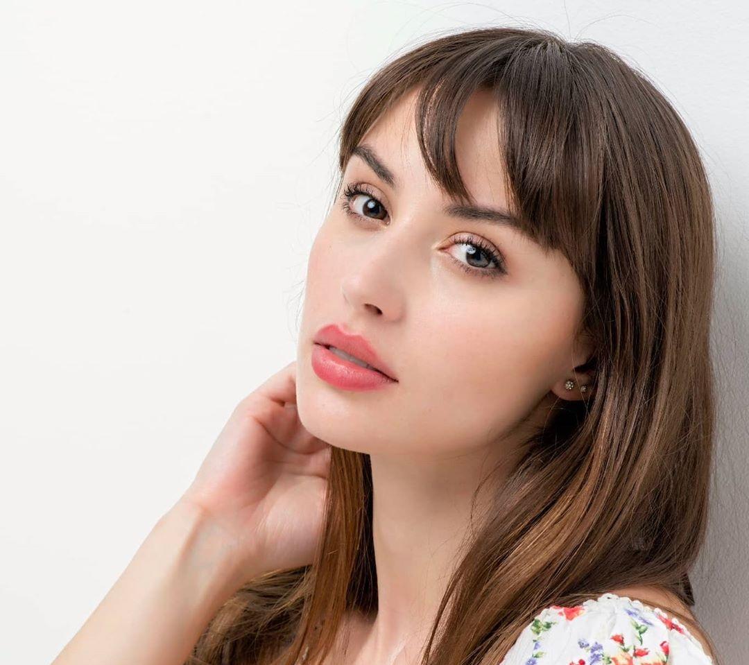 Claudia-Arce-Wallpapers-Insta-Fit-Bio-15