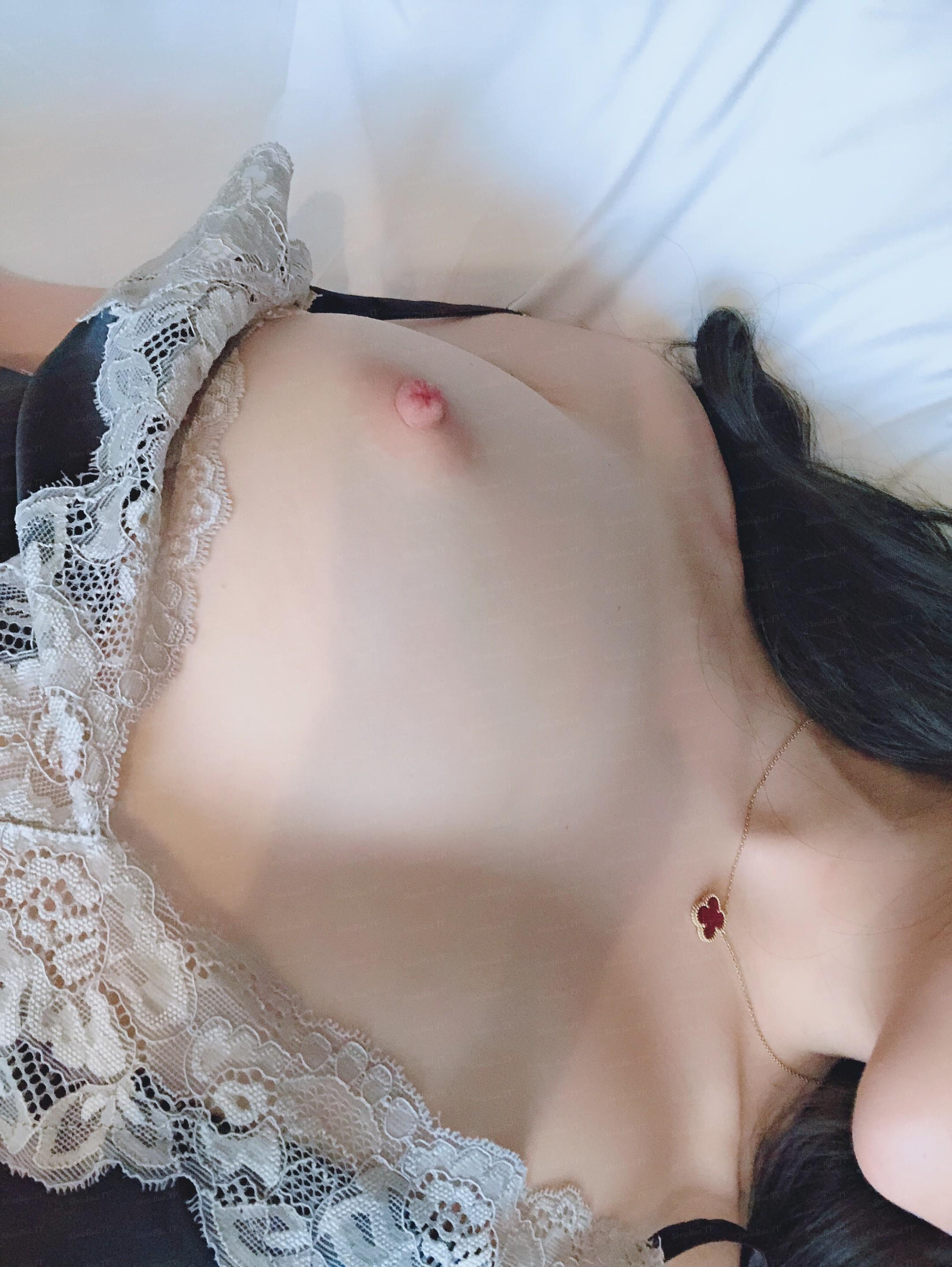 showbuatv-hotgirl-dang-dep-tha-hon-dam-vao-loat-anh-tu-suong-kich-thich-14