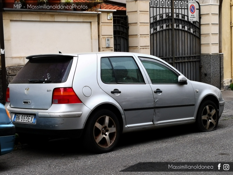 Auto Abbandonate - Pagina 13 Volkswagen-Golf-1-4-75cv-00-BN663-EX-184-00-24-7-2015-1