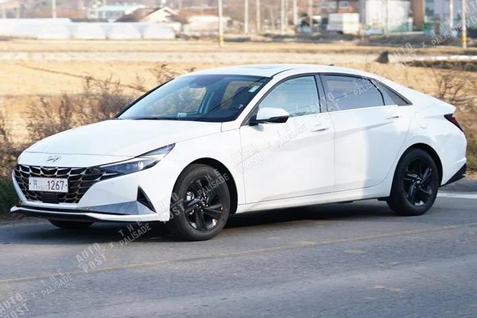 Hyundai Elantra (2021) 10
