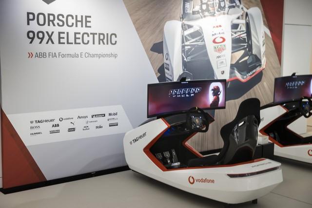 Porsche inaugure l'exposition « Porsche - Pionnier de la mobilité électrique» à Berlin  S20-3091-fine
