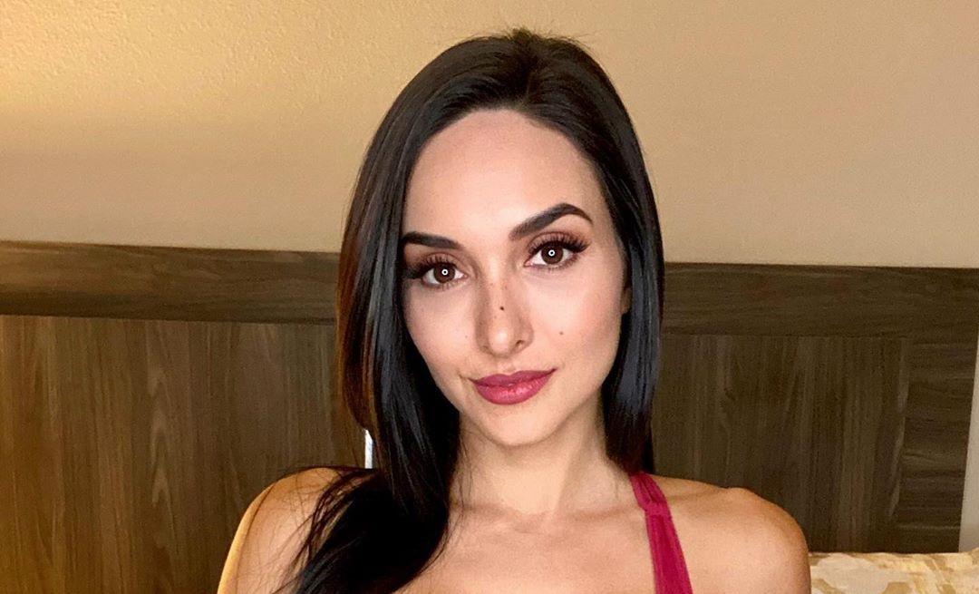 Vanessa-Serros-Wallpapers-Insta-Fit-Bio-8