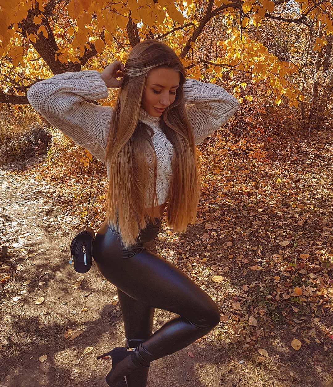 Alina-Cherepanova-Wallpapers-Insta-Fit-Bio-10