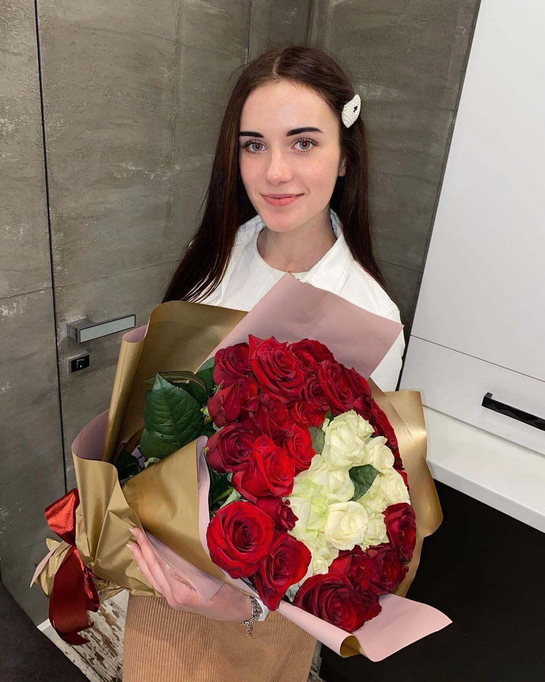 Anya-Desyatnikova-Wallpapers-Insta-Fit-Bio-18