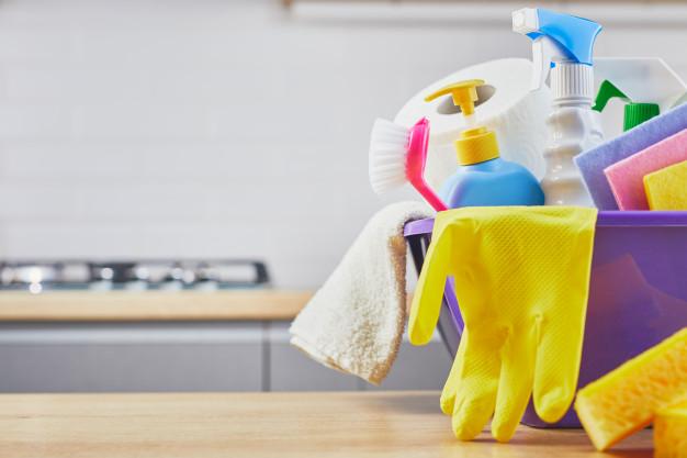 cleaning-set-sponge-bottle-glove-brush-spray-table-gray-179369-1